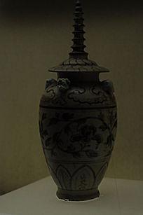 青瓷花枝塔盖瓶