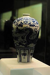 青瓷龙纹瓶