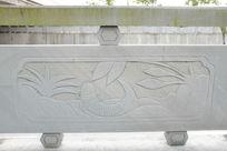 一条鲤鱼桥体石刻浮雕