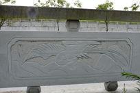 一只凤凰桥体石刻浮雕
