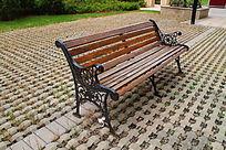 公园里的复古欧式木椅