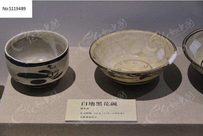 金元时期的白地黑花瓷碗图片