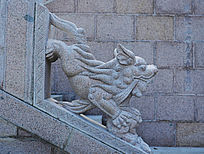千山五龙宫神龙殿院入口右石狮