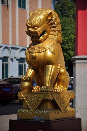 桃花滩宾馆金色的狮子