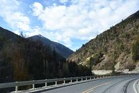阿坝州峡谷山路风景