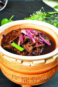 四川腊肉煮茶树菇