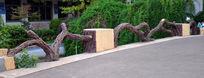 校园假树杆围栏