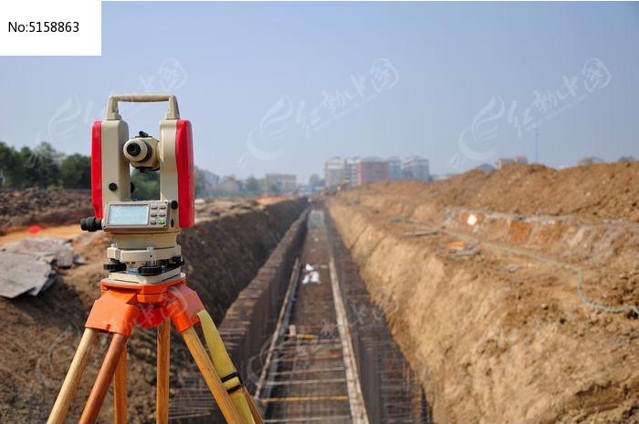 测量_施工现场的测量工具