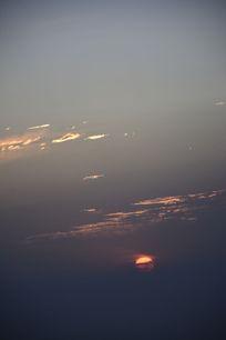 云层里的日出