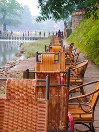 河边喝茶的小茶馆