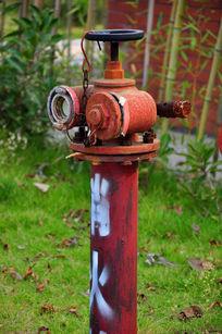 生锈的消防栓