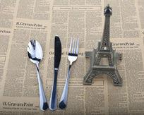 不锈钢餐具与埃菲尔铁塔