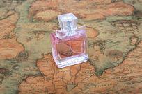 复古地图与香水