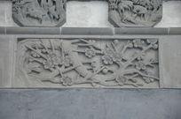 刻有梅花的砖雕