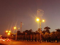 灯火辉煌的马路