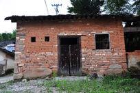 一个农村的土砖平房