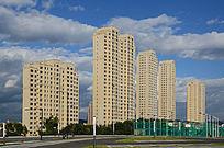 公路边的高层住宅