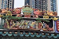 传统屋檐雕塑像