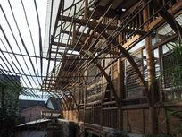 云南腾冲一个极具特色的木制餐厅-近水阁