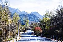 上石桥通往千山仙人台的公路