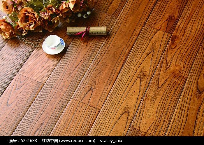 黄色系实木地板铺装图片
