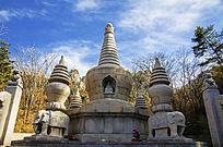 千山香岩寺的佛祖塔与四座石塔