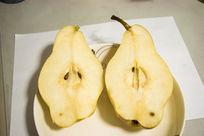 被分开的黄梨