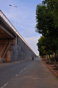 高架桥的入口
