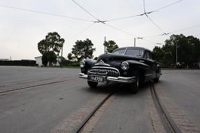 老式轿车中景图