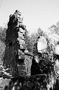 农村残破的土砖墙