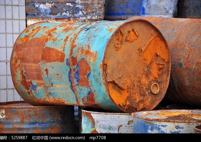 生锈的油桶图片,高清大图