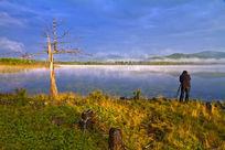阿尔山杜娟湖景区的摄影人