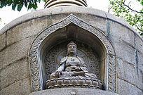 千山中会寺佛祖塔上的佛像坐莲雕刻