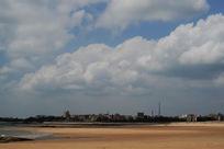 沙滩蓝天白云风景