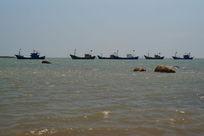 中国国旗的船队出海捕鱼