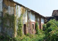 坍塌的老房