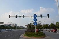 十字路口交通指示牌红绿灯柱子