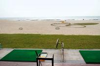 面对大海的海陵岛沙滩高尔夫球场