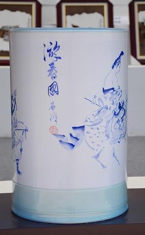 游春图陶瓷笔筒