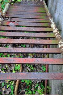 生锈的梯子