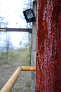 生锈的柱子