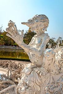 泰国白塔前的怪兽雕塑