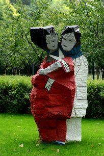 夫妻恩爱的石雕