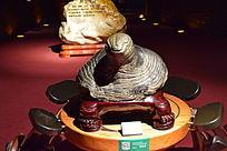 一只乌龟雕塑