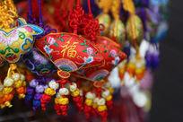 红色绣福字的中华结布艺小挂件