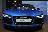蓝色奥迪R8V10豪华轿车正面低角度拍摄