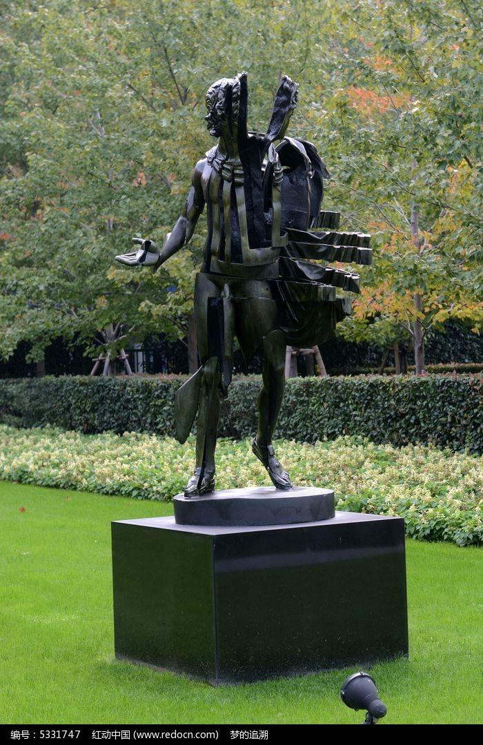 音乐之神的雕塑图片
