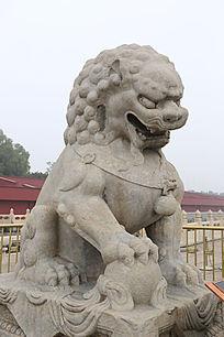 北京天安门城楼前的石头狮子侧面雕刻