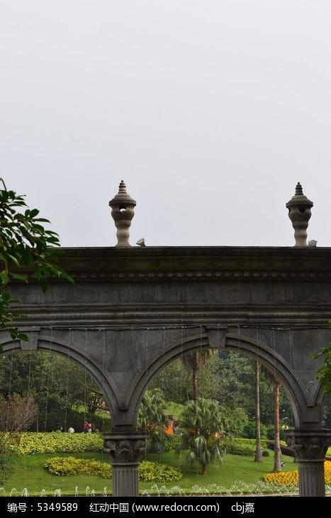 古老的欧式拱门建筑图片