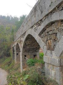 上世纪石头建筑的水渠摄影图片